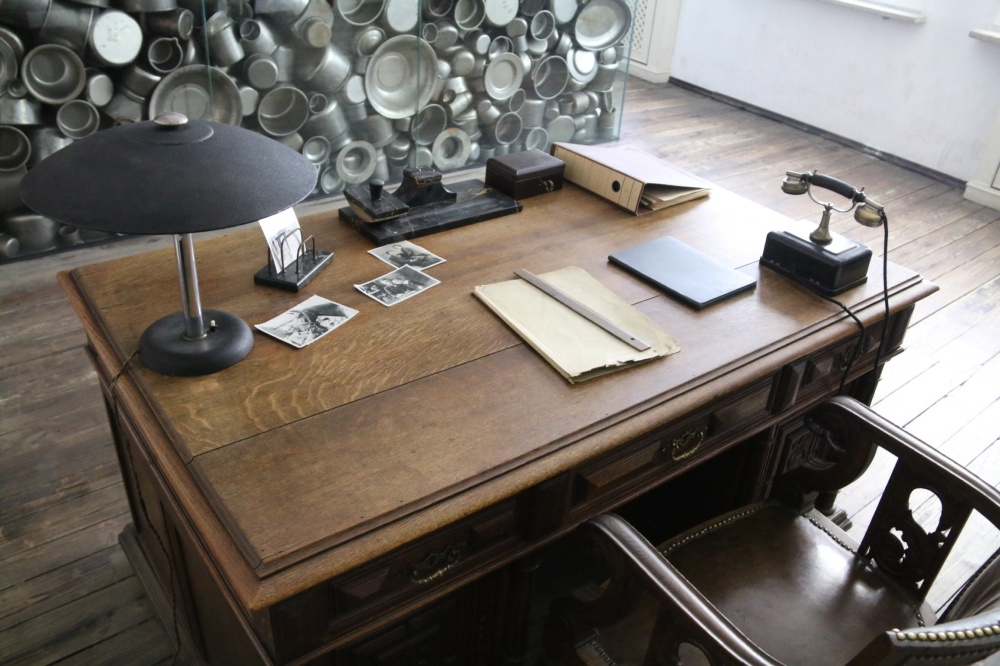 Oscar Schindler's desk